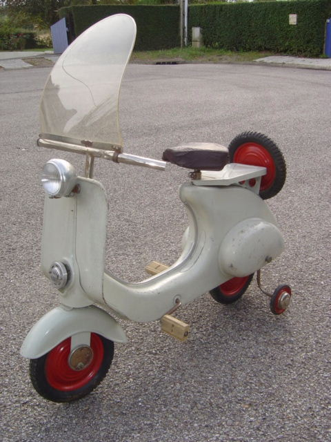 scooter vespa a pedales